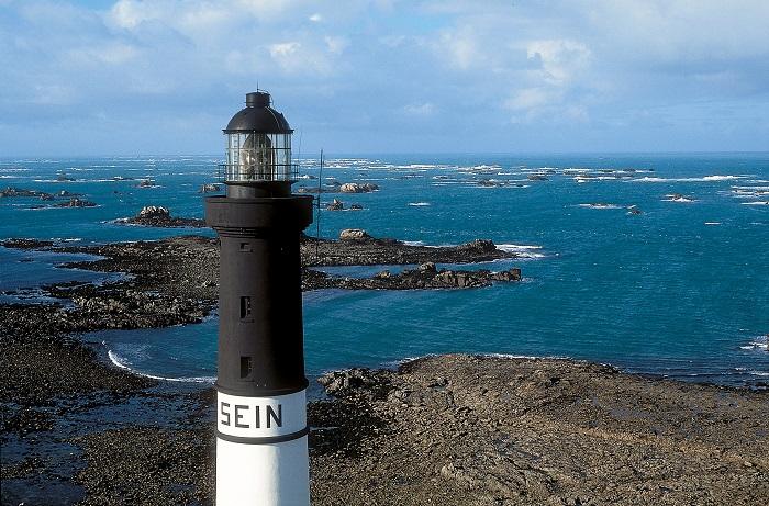 Sein - Phare de l'île de Sein - Yannick Le Gal