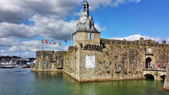 Les remparts de la ville close de Concarneau et son beffroi