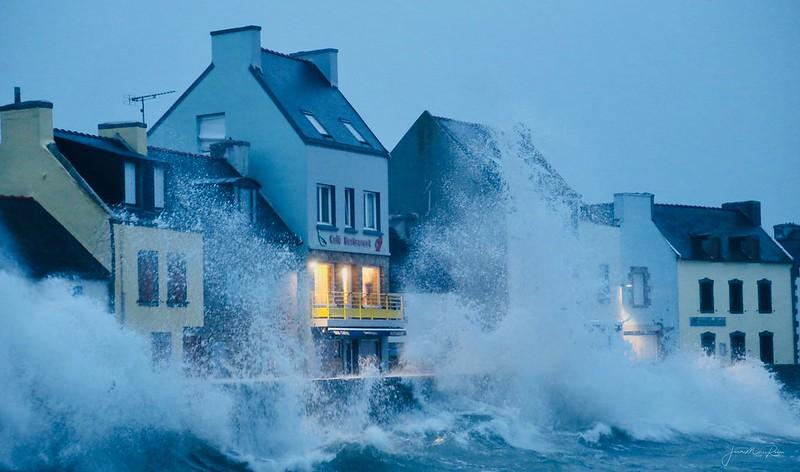 tempête sur l ile de sein vague submersion